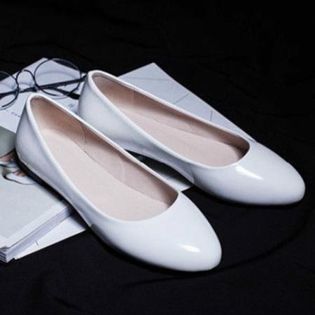 Beyaz Rugan Yuvarlak Burun Bayan Babet Ayakkabı 2001