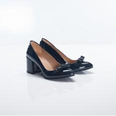 Laciveret Fiyonklu Kısa Topuklu Sivri Burun Rugan Bayan Ayakkabı