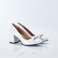 Beyaz Fiyonklu Kısa Topuklu Sivri Burun Rugan Bayan Ayakkabı