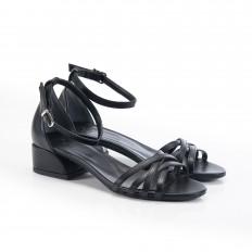 Bilekten Bağlı Alçak Topuklu Siyah Sandalet 5052
