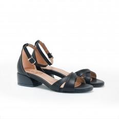 Kısa Topuklu Siyah Sandalet 5059